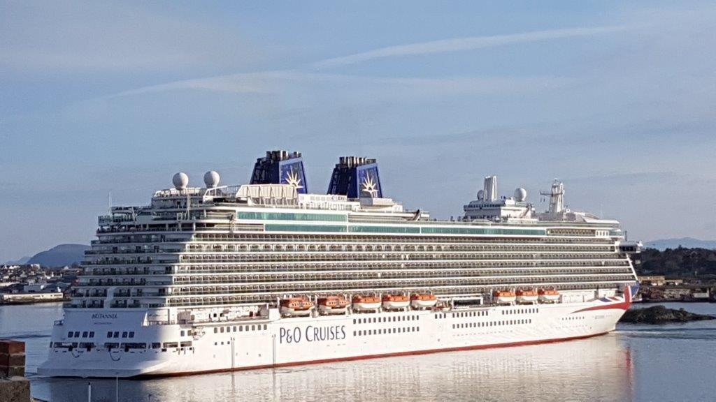 333 m lange «Britannia» er på hele 141.000 brt.