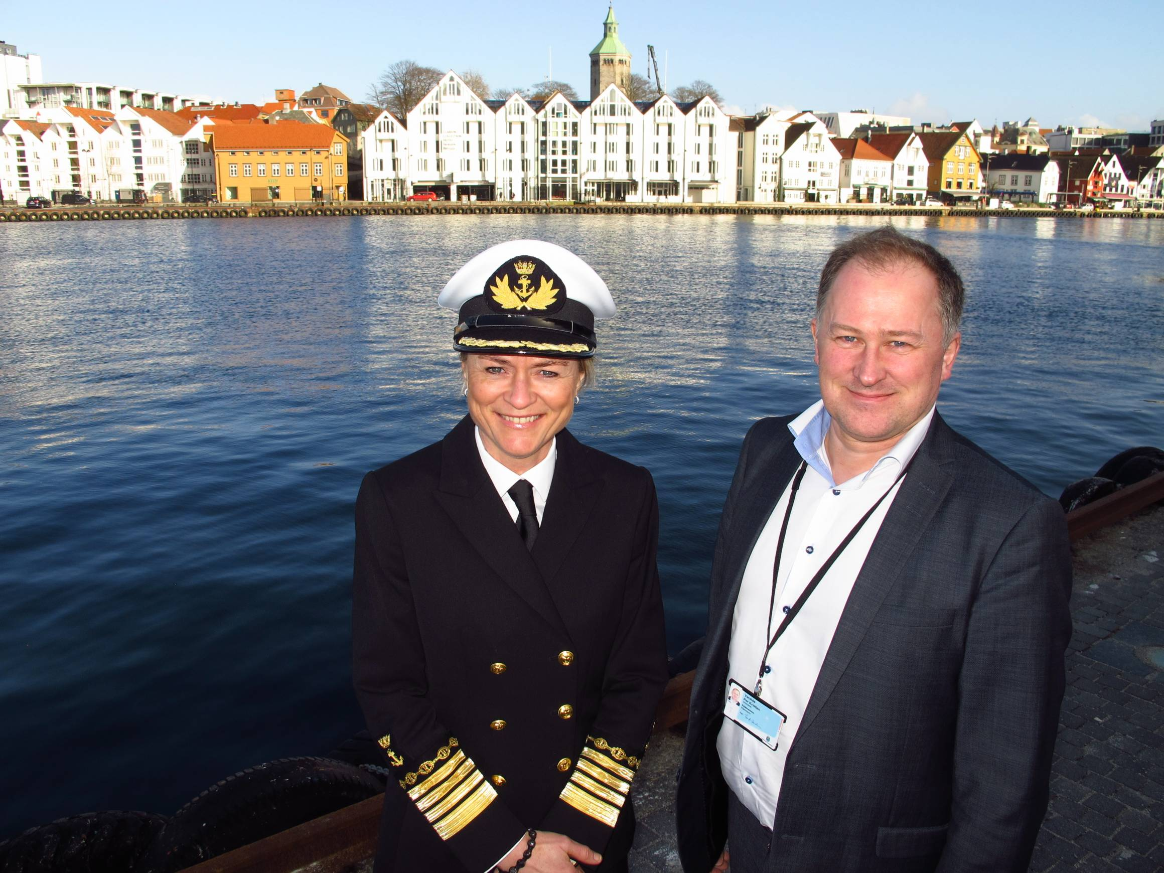 Havnedirektør Merete Eik og Stavangers rådmann Per Kristian Vareide ser fram til å fylle havnen med flotte seilskuter sommeren 2018.